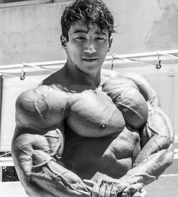 Корейский бодибилдер Чул Сун